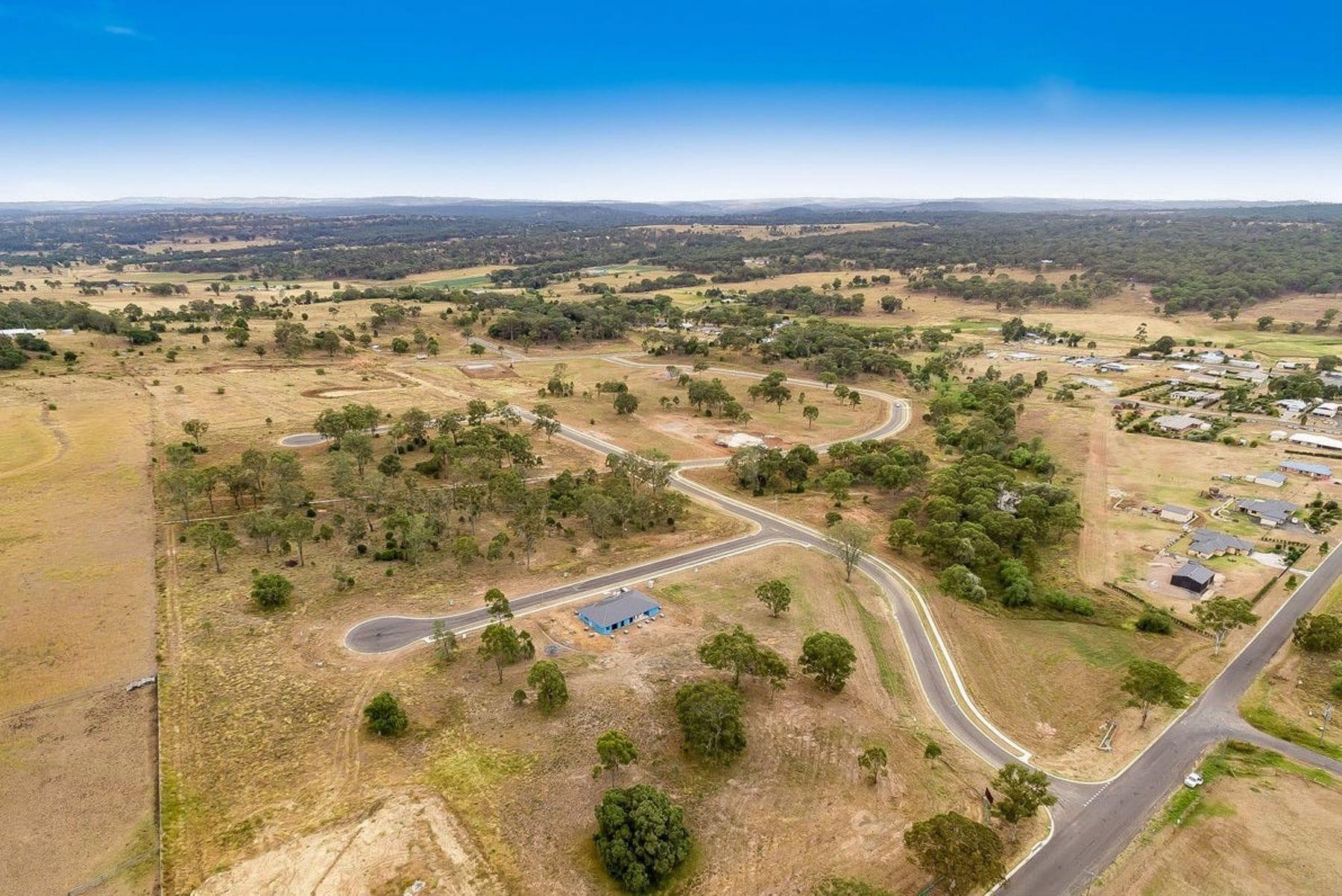 Property 20 Farmer Drive, MERINGANDAN WEST QLD 4352 IMAGE