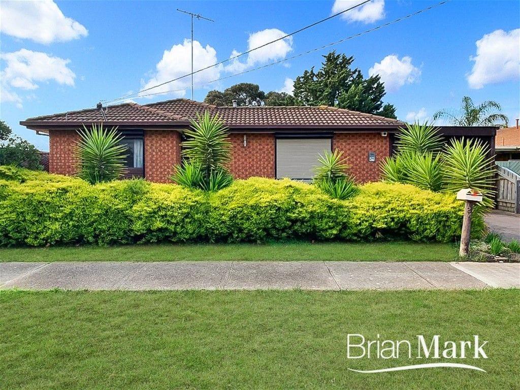 Property 24 Sanderling Street, WERRIBEE VIC 3030 main IMAGE