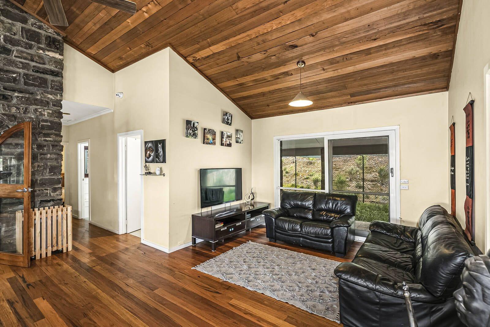 Property 23 Cooraminta Crescent, New Gisborne VIC 3438 IMAGE
