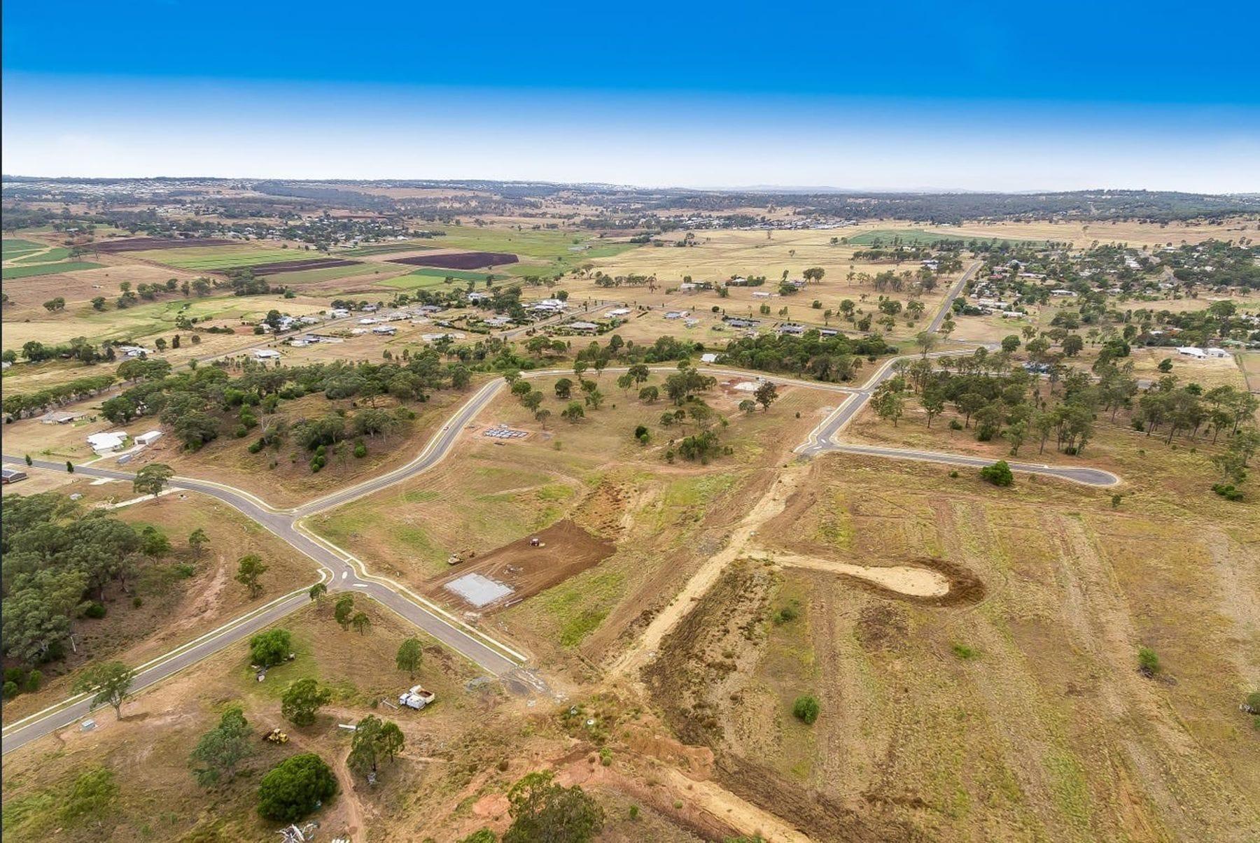 Property 20 Farmer Drive, MERINGANDAN WEST QLD 4352 main IMAGE